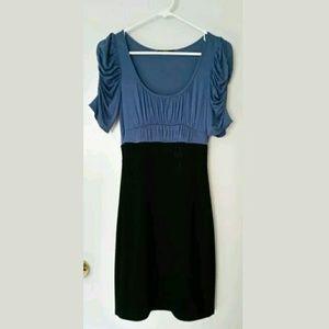 Dresses & Skirts - Short Sleeve Dress S